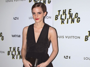 Von Beauty-Tipps sollte die Schauspielerin in Zukunft die Finger lassen.