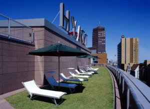 Die Außenterrasse des Club Olympus Spa& Fitness. Foto: Grand Hyatt Berlin