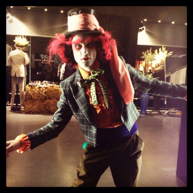 Der verrückte Hutmacher oder ein andere Grusel-Grimasse? Die Ladys von JACKS machen es möglich. Credit: JACKS