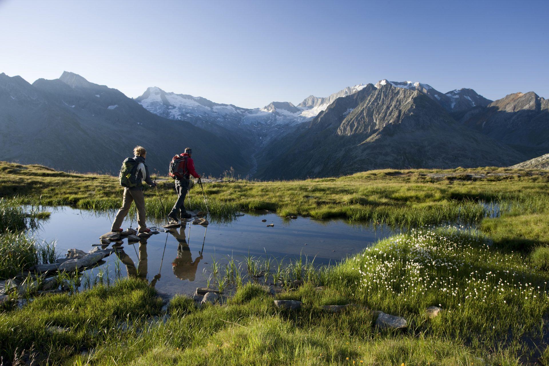 Wanderszene bei der Olpererhütte, Zillertaler Alpen, Tirol, Österreich.
