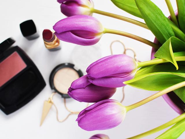 Beauty-Routine-makeup-beauty-lipstick-make-up